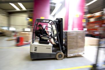 Warehouse logistics specialist